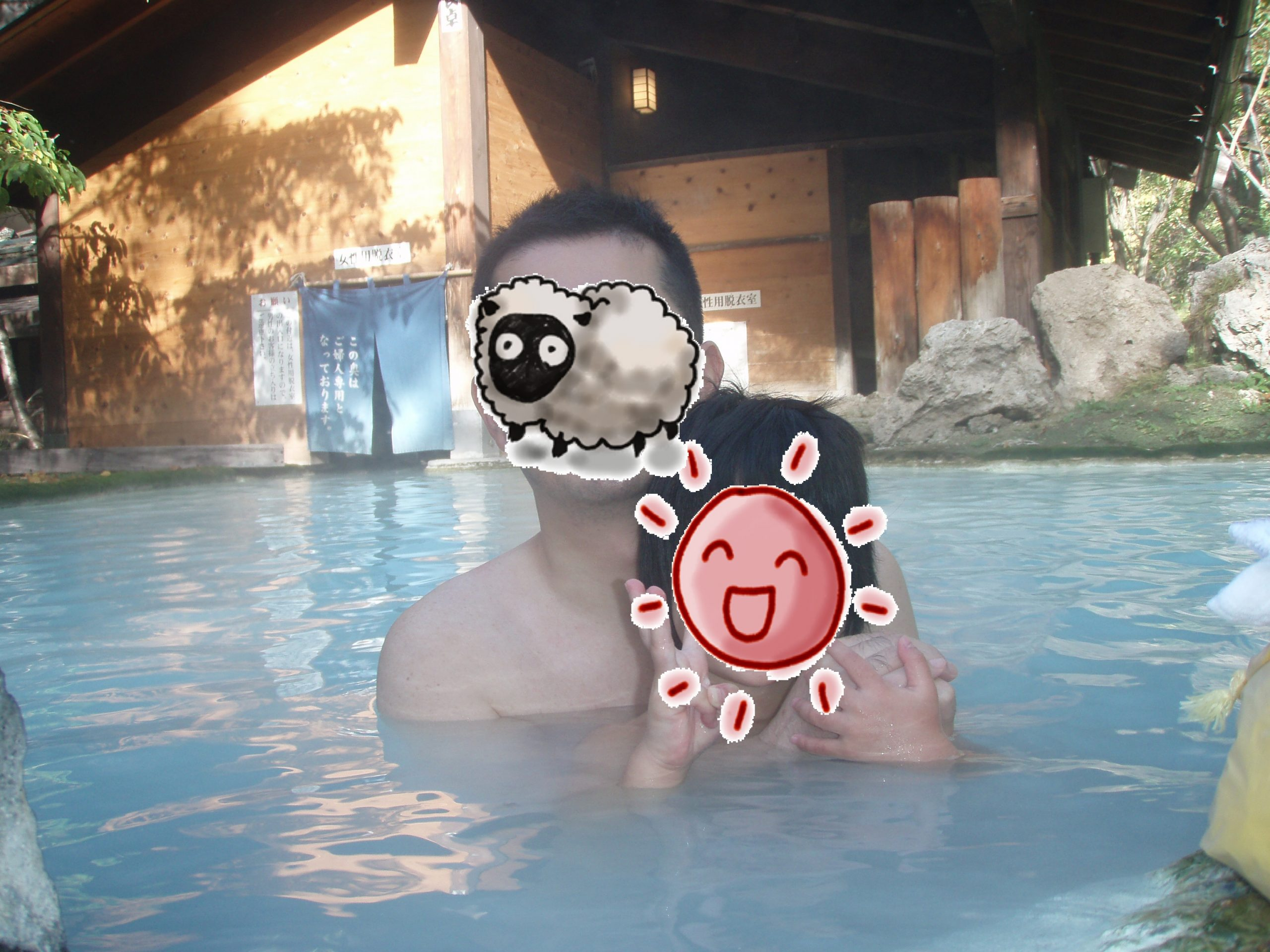 白骨温泉泡の湯コバルトブルーに輝く露天風呂で朝風呂